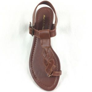 Cognac Brown sandal thong buckle closure